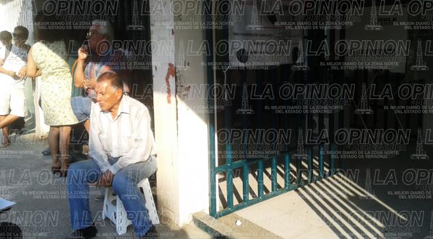 Retraso en la casilla de la calle Genaro Rodriguez en Tuxpan