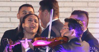 Salma Hayek y los mariachis en Cannes