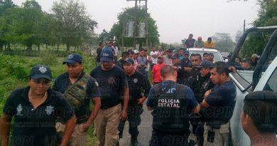 Tihuatlán Interceptan Camionetas Gente Propaganda