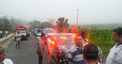 Tihuatlán Interceptan Gente Propaganda Camionetas