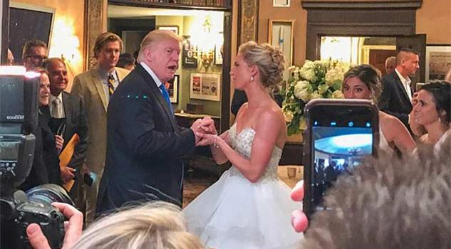 Trump cae de sorpresa a una boda