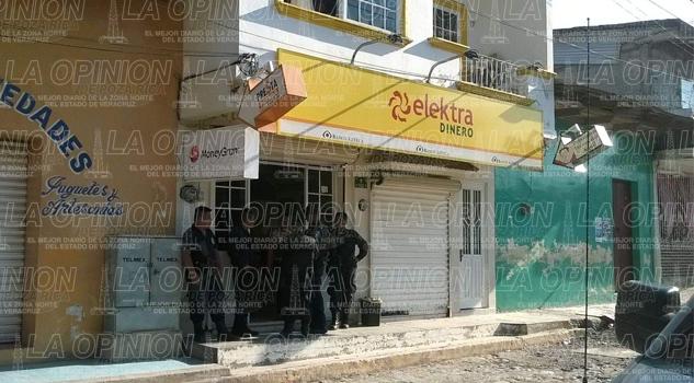 Violento asalto a sucursal de Banco Azteca