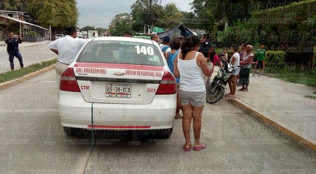 Chocó contra taxi; terminó lesionado
