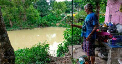 Arroyo amenaza con dejar sin vivienda a tres familias