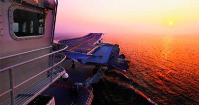 China deja que vean por dentro su único -y secreto- portaaviones