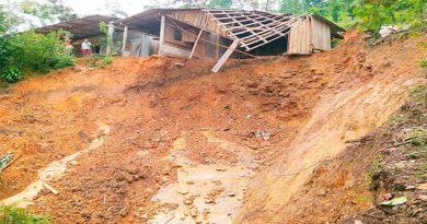 Colapsa vivienda en Zongolica, evacúan a 5 familias