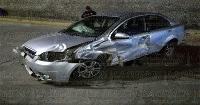 Destroza automóvil al2