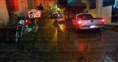 Ebrio motociclista choca contra pick up