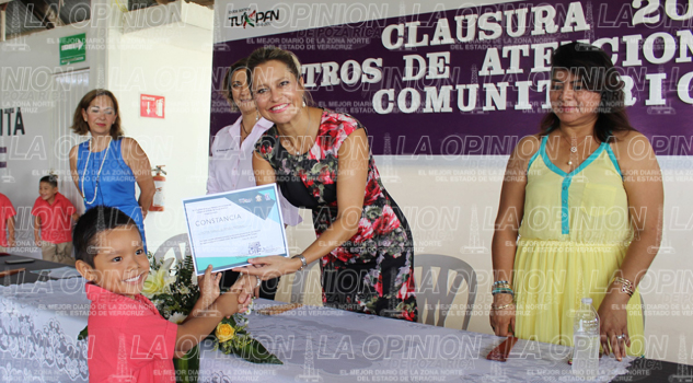 Egresan 80 niños de los CAIC-DIF