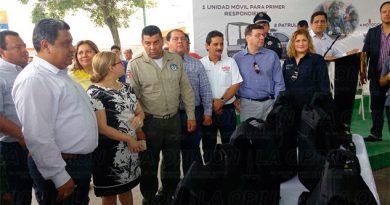 El alcalde de Poza Rica entrega equipo a la policía intermunicipal