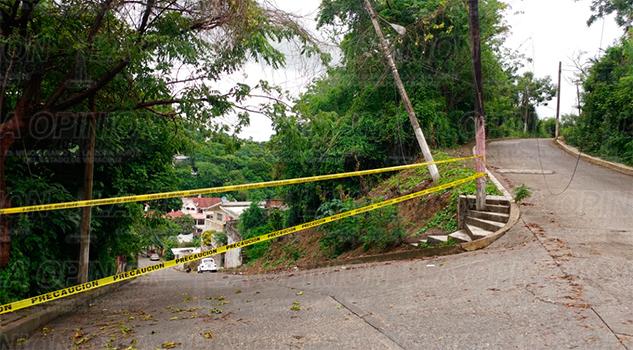 En Papantla, vecinos bloquean la calle Cadena