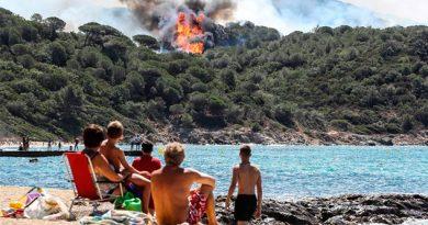 Evacuan a 10.000 personas por incendios en Francia