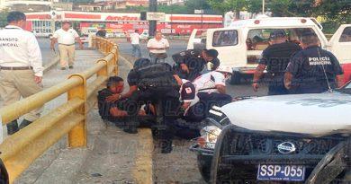 Policías continúan hospitalizados