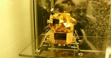 Réplica Oro Módulo Lunar Apolo 11