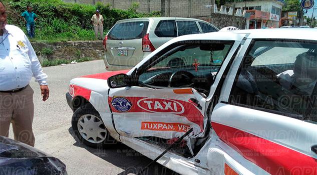 Taxista provoca accidente1