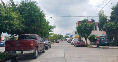 Toman avenida como estacionamiento en Fracc. Kawatzin