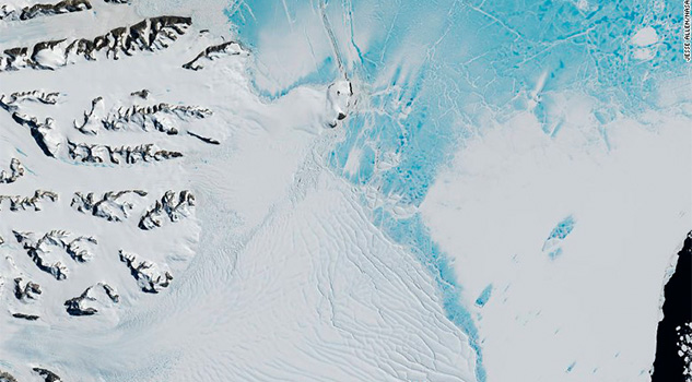 Un enorme bloque de hielo, a punto de desprenderse de la Antártida