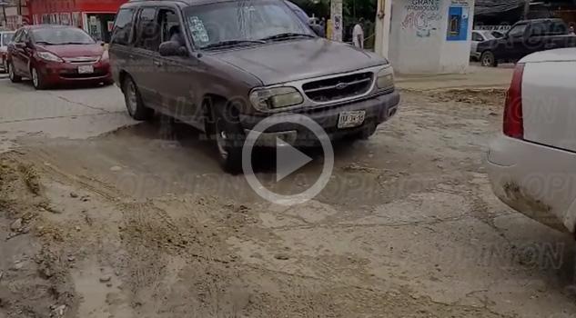 Vecinos se Quejan Hundimieto Avenida Puebla