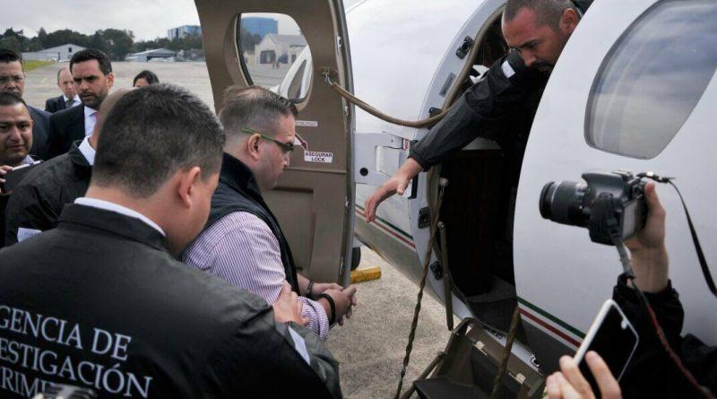 Duarte sube a su avión