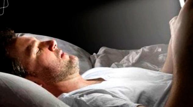 celular noche daña metabolismo