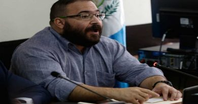 gritan reos de Guatemala a Javier Duarte