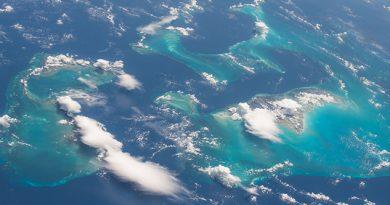 3.-Vuelo de la estación espacial sobre las Bahamas