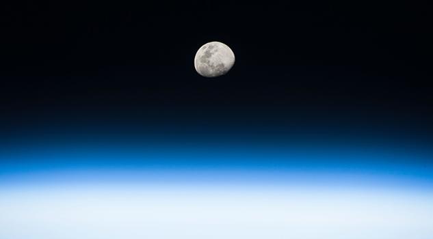 4.- Aumento de la Luna desde la Estación Espacial