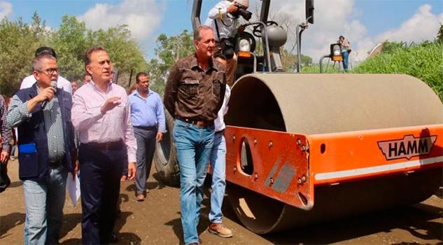 Anuncia Yunes inversión en carreteras, escuelas y Seguridad Pública