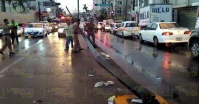 Autobús choca contra poste en Tampico