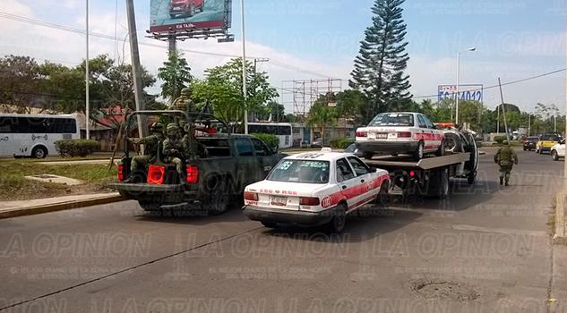 Autoridades Decomisan Taxis