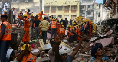 Derrumbe de antiguo edificio deja 19 muertos en la India