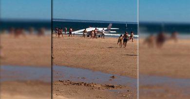 Dos bañistas muertos al aterrizar una avioneta en una playa portuguesa