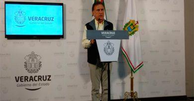 Entrega Yunes pruebas a PGR contra Karime Macía
