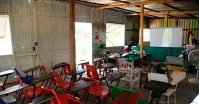 Niños seguirán tomando clases en escuela de láminas