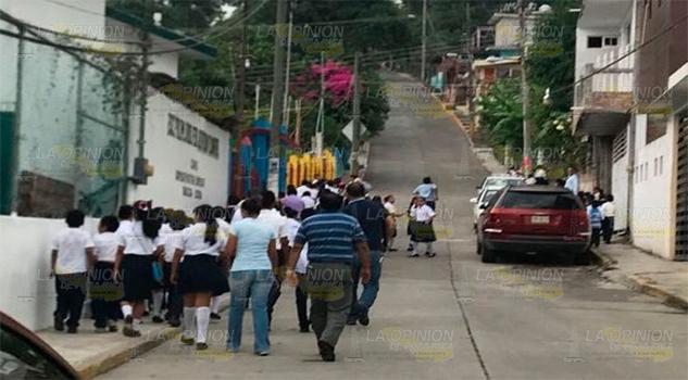Evacuan escuela por fuga de gas