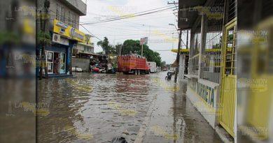 Fuerte aguacero provoca caos en la ciudad de Álamo
