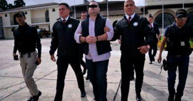 "Javier Duarte ""rompe"" huelga de hambre"