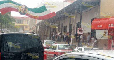 Repentina lluvia paralizó actividades1