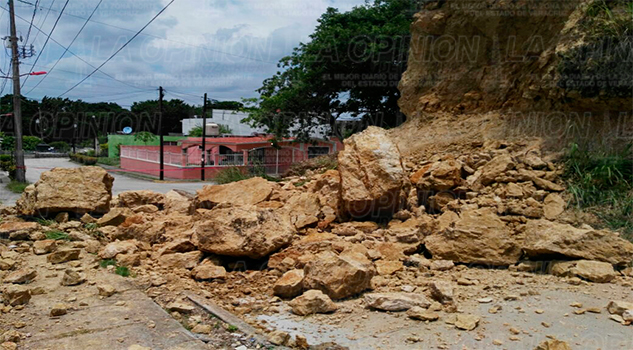 Se deslava un cerro en Tuxpan1Se deslava un cerro en Tuxpan1