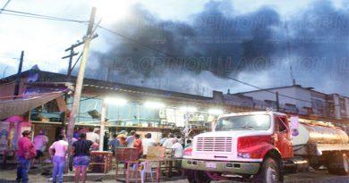 Se registra incendio en una casa comercial