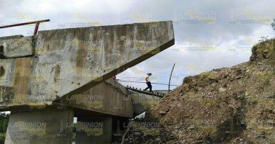 Socavón y puente sin ser atendidos en Benito Juarez