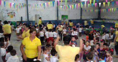 roximadamente 200 alumnos del jardín de