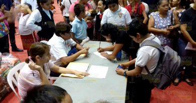 1700 alumnos reciben estímulos educativos1
