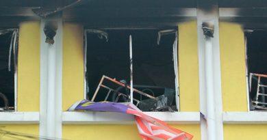 Al menos 23 muertos deja incendio en escuela de Malasia