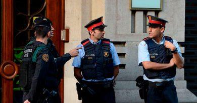 Arrestan a un secretario del gobierno de Cataluña en medio de crisis por referéndum independentista
