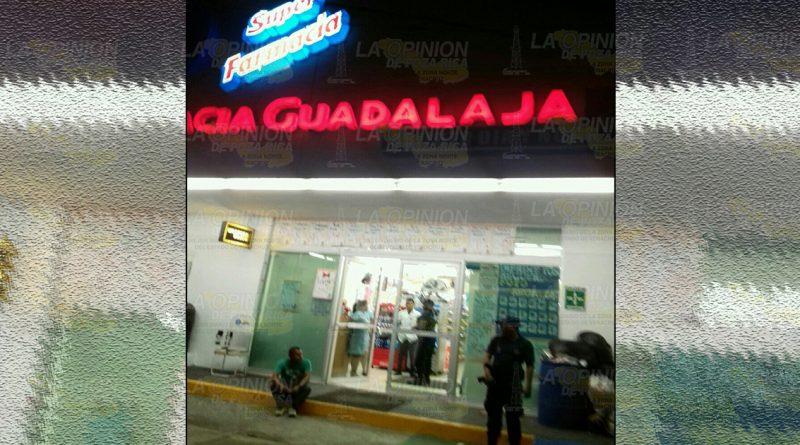 Asaltan farmacia Guadalajara