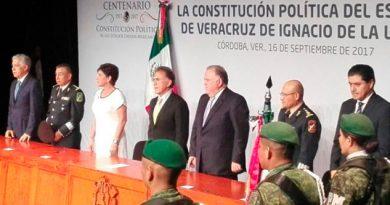 Asiste Yunes a conmemoración del centenario de la Constitución de 1917