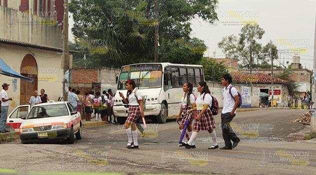 Brindan orientación a estudiantes