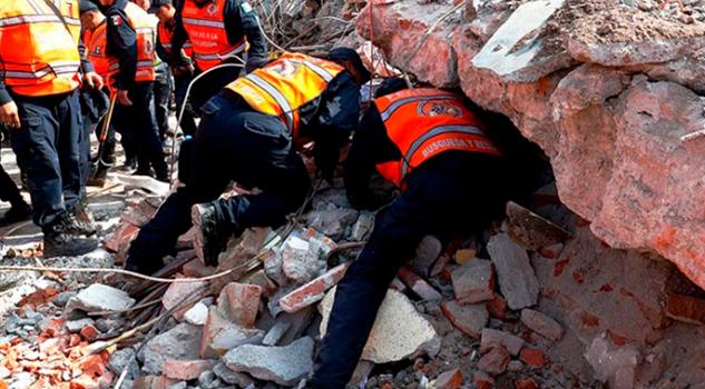 Buscan Policía Escombros Palacio Municipal Juchitán