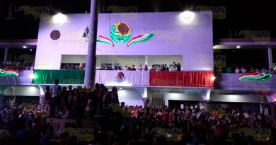 Con gran regocijo el alcalde 3